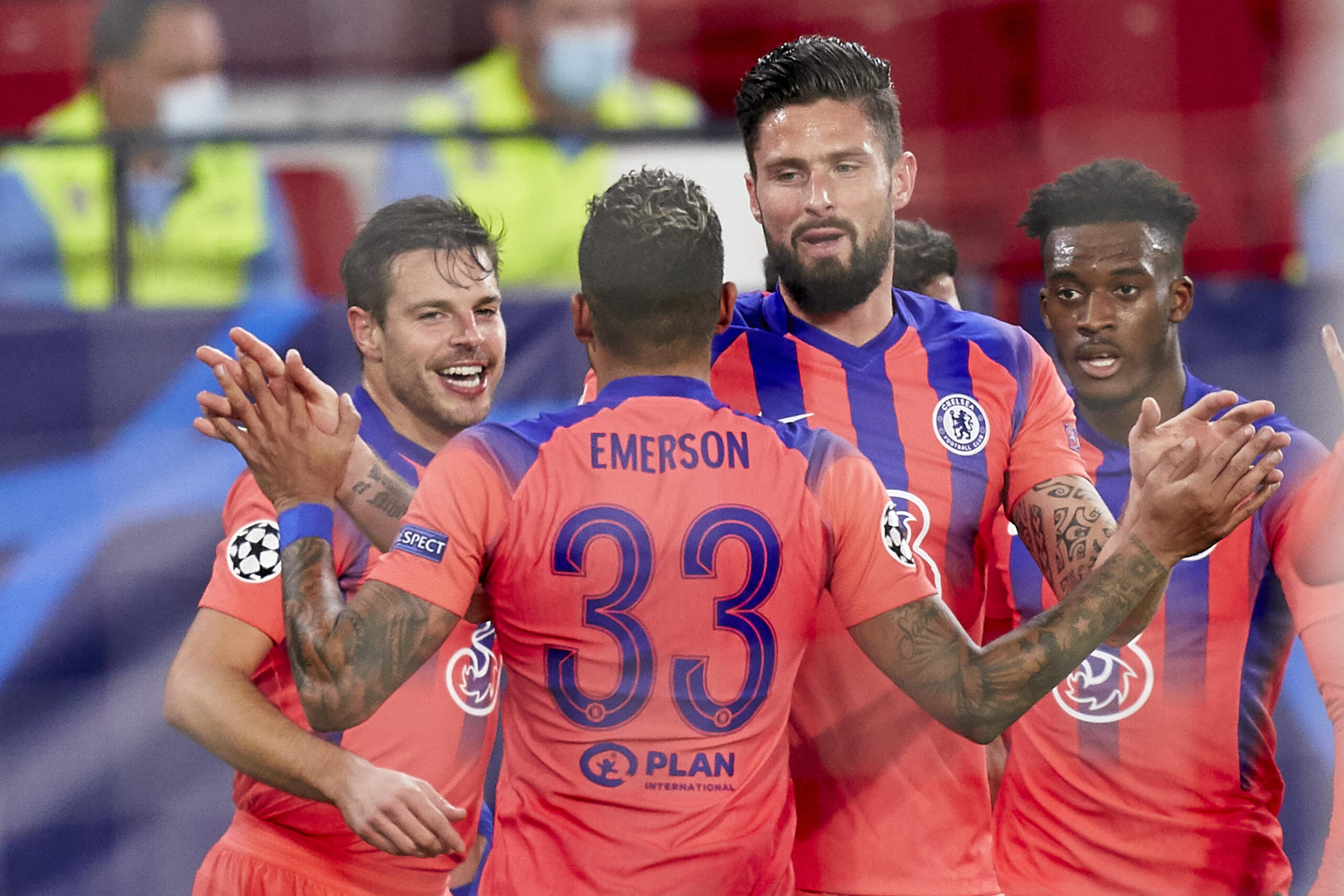 Olivier Giroud Celebrates With Chelsea Teammates