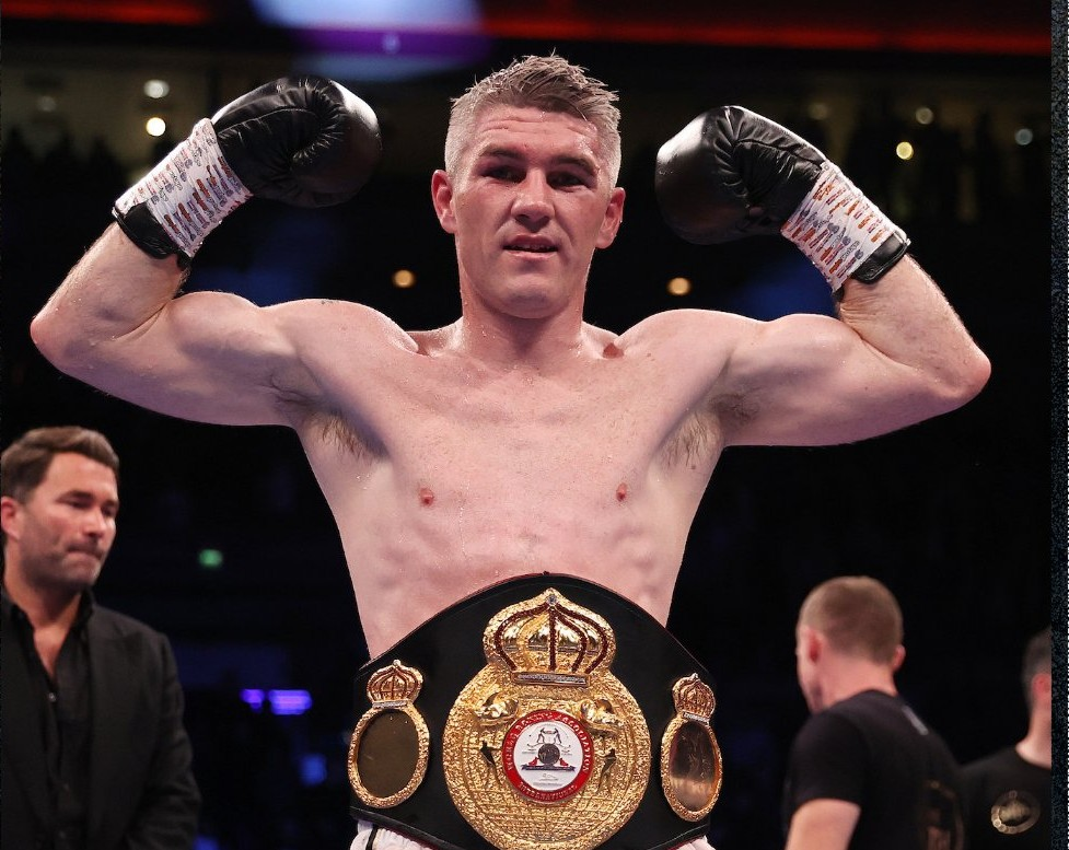 Liam Smith Drops Anthony Fowler Photo 1
